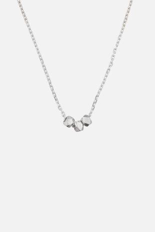 Ожерелье с тремя бусинами